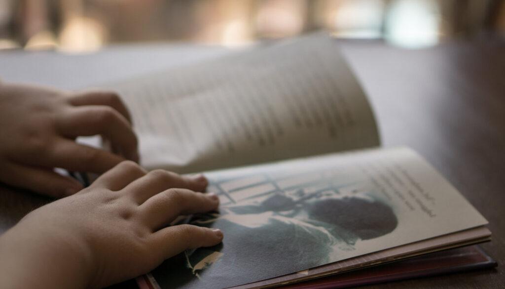 MIKS NÕUAB LAPS, ET VANEM SAMA LUGU MITU KORDA ETTE LOEB? MIS ON BIBLIOTERAAPIA?